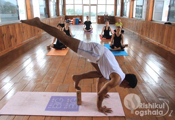 Hatha Yoga Rishikul Yogshala