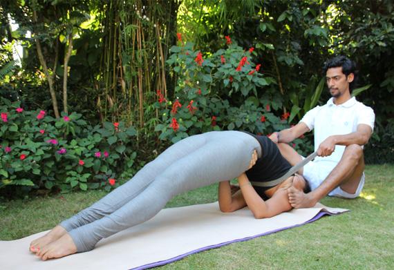 beginners-level-yoga-adjustment-alignment-course1