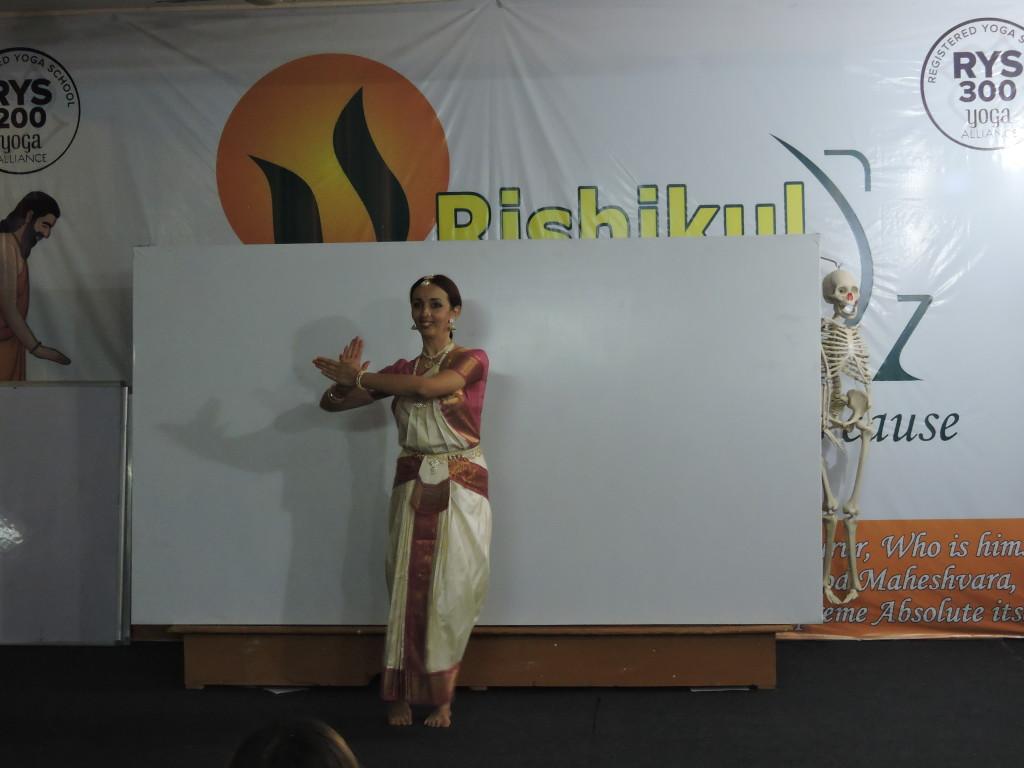 bharatnatyam in rishikul yogshala