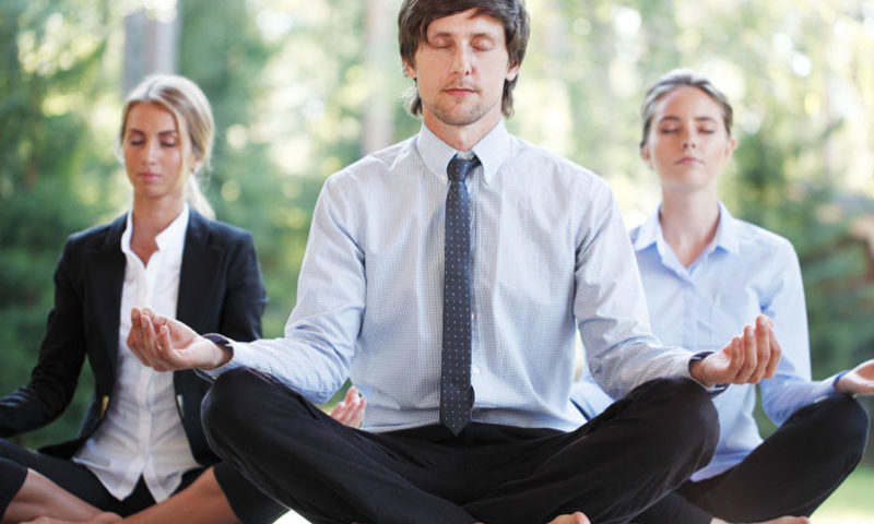 How Yoga Improves Morale in the Workplace